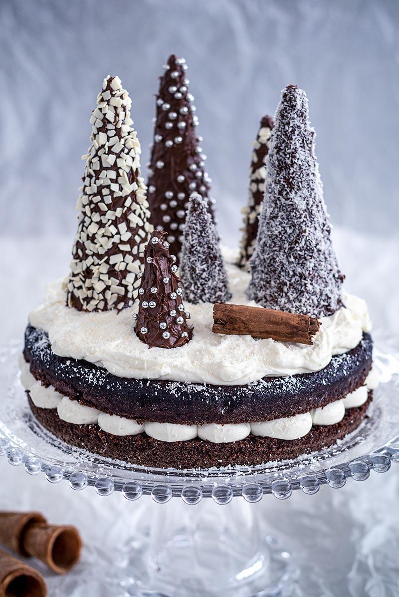 Torte Decorate Per Natale torta di natale con alberelli di cioccolato. semplice e veloce.